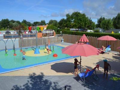 Espace de jeux et piscines au camping à Saint-jean-de-monts