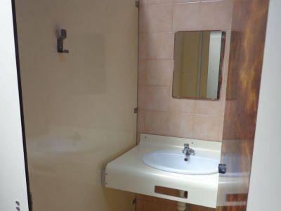 Salle de bain lavabo bloc sanitaires camping plein sud