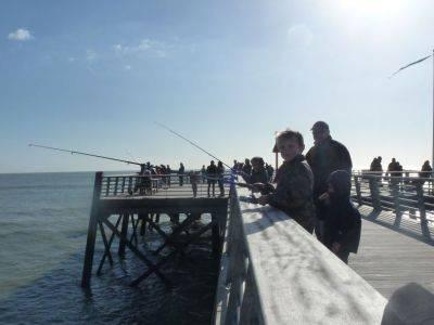 Pêche sur le ponton à st jean de monts en vendée