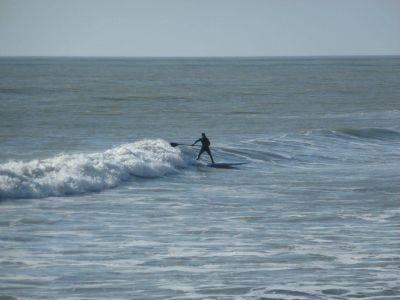 surf et paddle sur les vagues vendéennes près de st. jean de monts